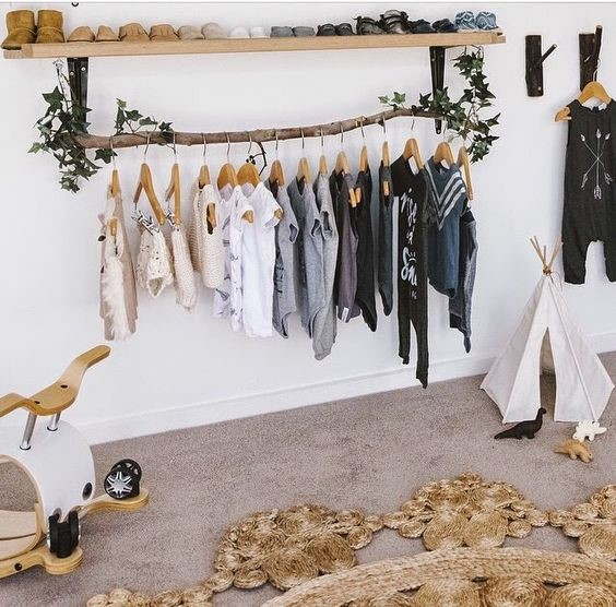 chọn giá treo quần áo cho trẻ