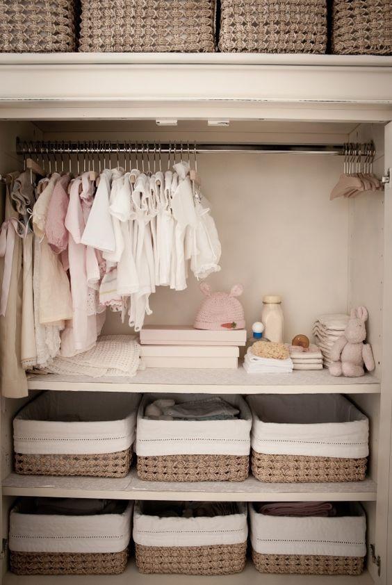 phân loại quần áo theo ngăn